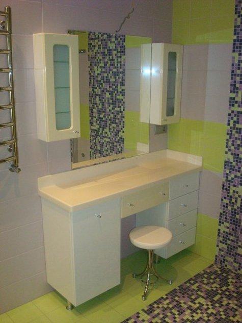 Туалетный столик в ванной комнате