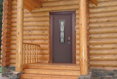 установка входных дверей в загородном доме